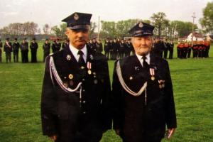 85 lat OSP Rozmierka (2006 r.). Od lewej: Jan Bytomski, Antoni Maciołek