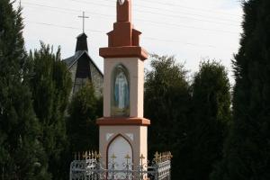 Piękny krzyż kamienny w Jędryniach. Rok 2009.