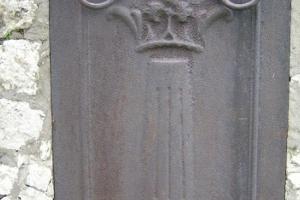 Płyta nagrobna z 1800 r. z herbem von Colonna