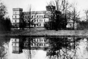 Pałac w Izbicku przed 1921 r.