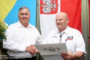 Sędzia hrabstwa Richard Evans i burmistrz Horst Pallaske podczas Gali Polskiej w Banderze w 2010 roku.