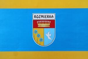 Flaga wsi Rozmierka z 2012 roku