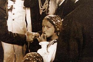 Wizyta prezydenta Rzeczpospolitej Polskiej Ignacego Mościckiego w Rumunii 7 czerwca 1937 r. Prezydent wita się  ks. prałatem Juliuszem Dwucetem