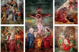 Malowidła na suficie wykonane w 1901 r. przez Maciejowica z Leśnicy (Leschnitz). Przedstawiają Tajemnice Różańca Świętego - część Radosną, Bolesną i Chwalebną