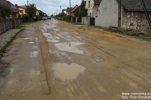 Rozmierka ul. Polna po budowie kanalizacji... Październik 2011 roku.