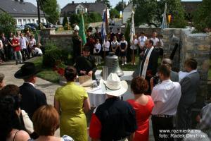 Uroczystość poświęcenia pomnika Serce od Serca w Rozmierzy