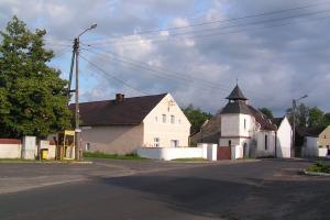 Kapliczka pw. Matki Boskiej Częstochowskiej. Przed remontem - rok 2006.