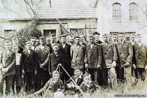 Kongregacja młodzieńców w Rozmierzy - rok 1927