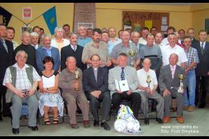 Uczestnicy obchodów 60-lat LKS Jedność Rozmierka w 2006 r.